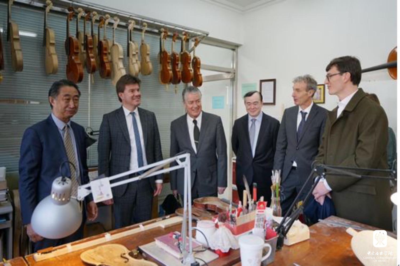 比利时文化部长及驻华大使一行到访我校